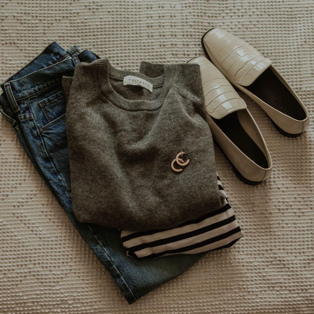 mott & bow mom jeans, mott & bow cashmere sweater, affordable cashmere, mott & bow striped tee, chunky gold hoops, everlane 90's loafers