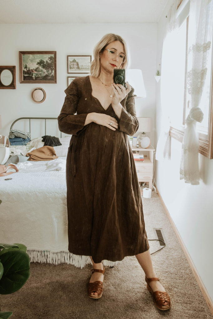 third trimester fall outfits, brown linen dress, sugar candy mountain dress, troentorp clogs, anna clogs