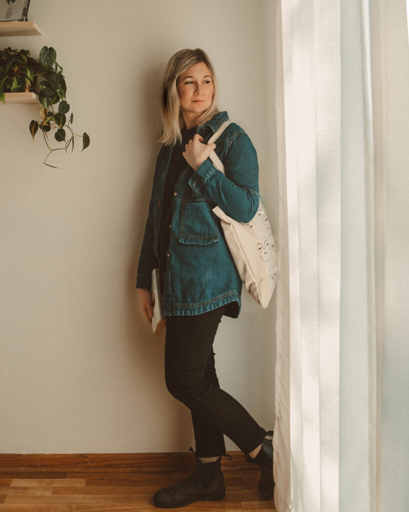 Blundstone Boot Review: A Week of Styling Ideas, denim jacket, black everlane jeans
