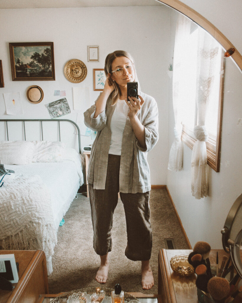 4 Lounge Wear Outfits that Will Keep you Feeling Cozy, linen loungewear, linen pants, linen jacket, everlane cut out tank