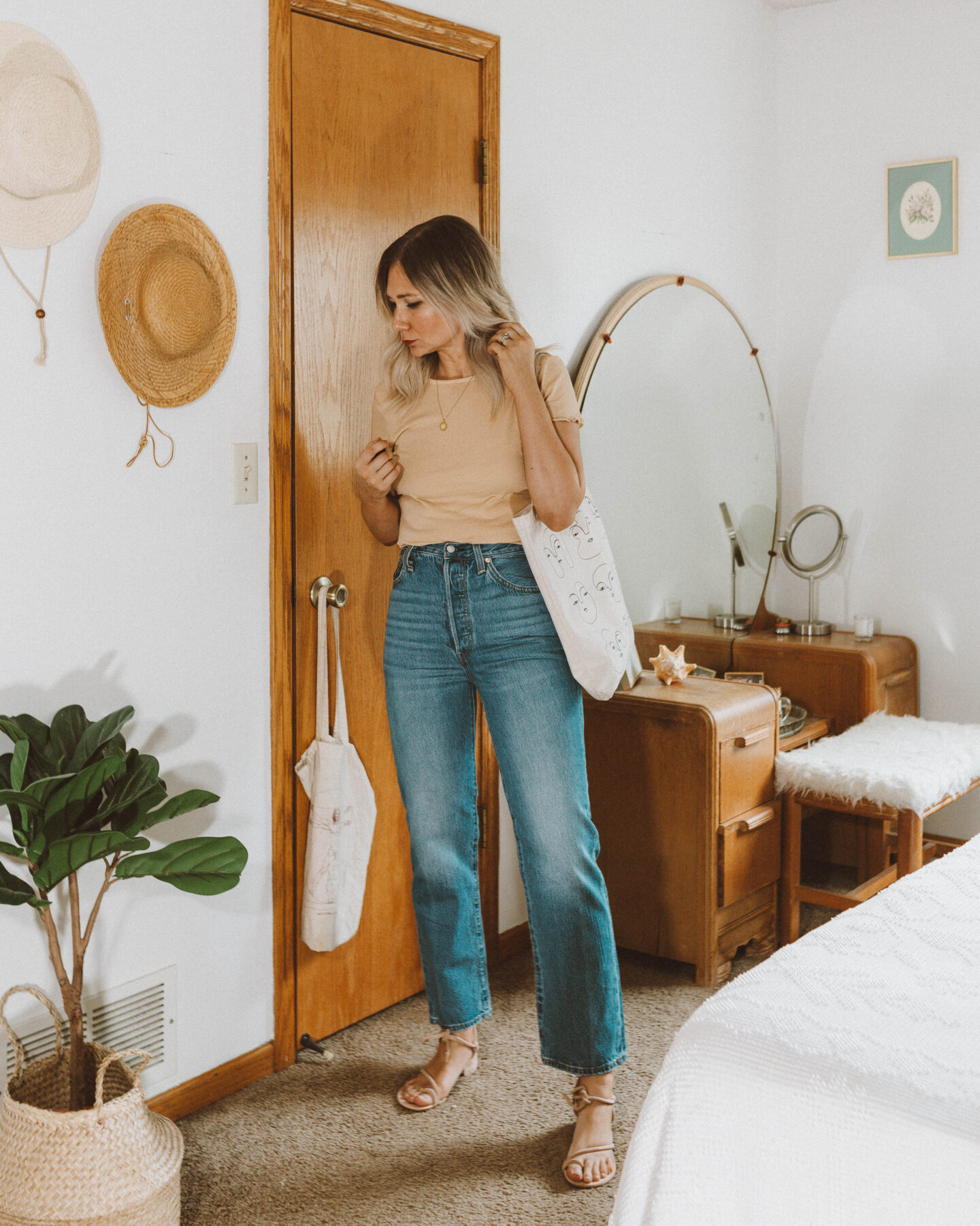 A Week of Summer Outfit Ideas, levis ribcage straight leg jeans review, back beat co. peach baby doll tee, loq sandals