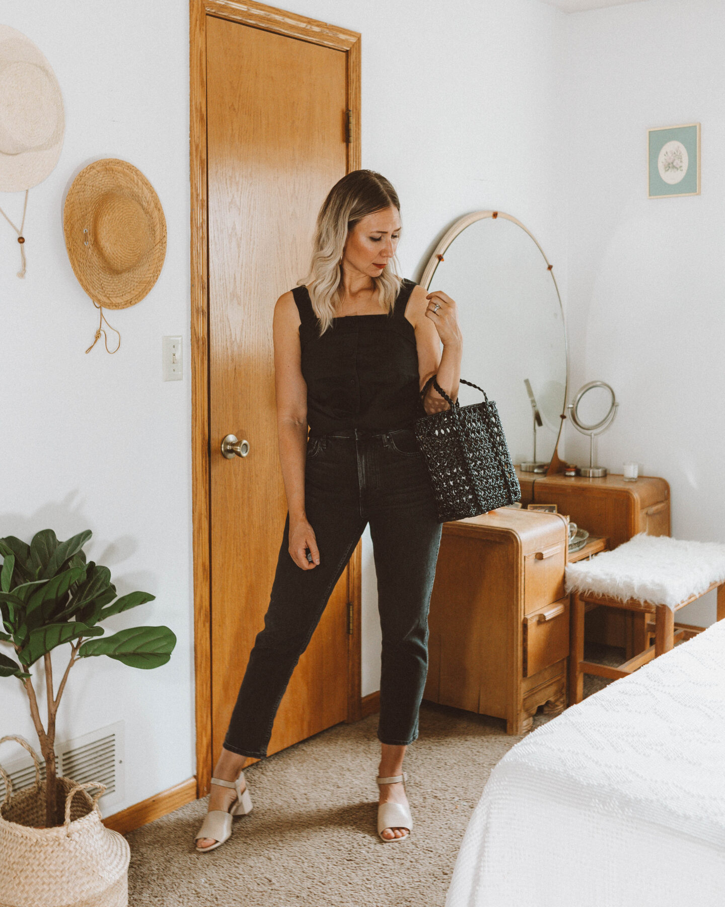 A Week of Summer Outfit Ideas, everlane choose what you pay, bootcut cheeky jean review, linen apron top review, block heel sandal, bembien jolene mini black