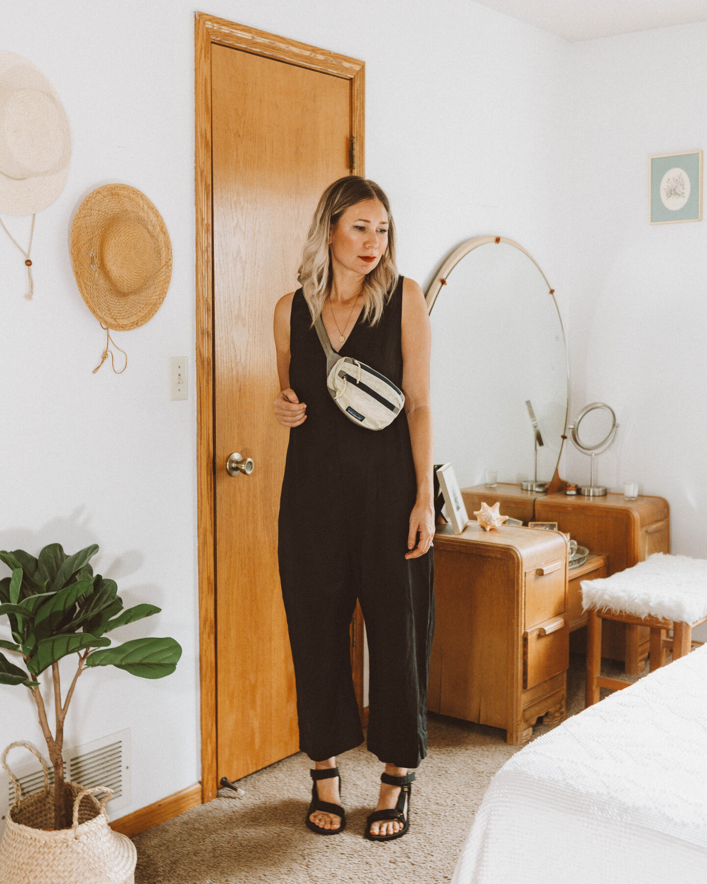 A Week of Summer Outfit Ideas, hackwith design house basics jumpsuit review, patagonia hip pack, black teva sandals